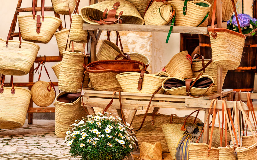 Discover artisan markets in Mallorca during your stay at the Hotel Saratoga