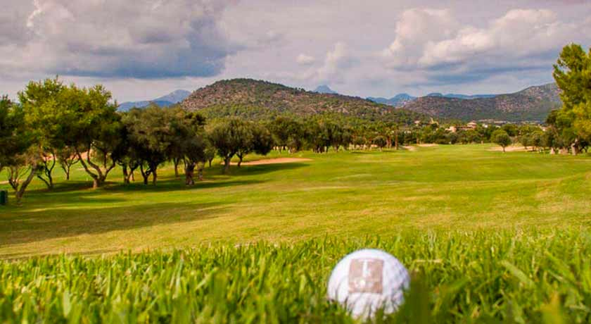 discover the Ponent golf course during your stay at the Hotel Saratoga in Palma