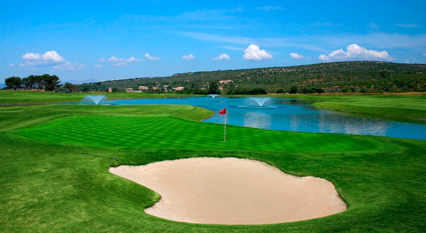 play golf at the Puntiró golf course during your stay at the Saratoga hotel in Palma
