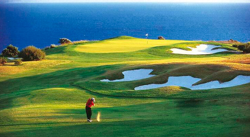 discover the Son Antem golf course during your stay at the Hotel saratoga in Palma