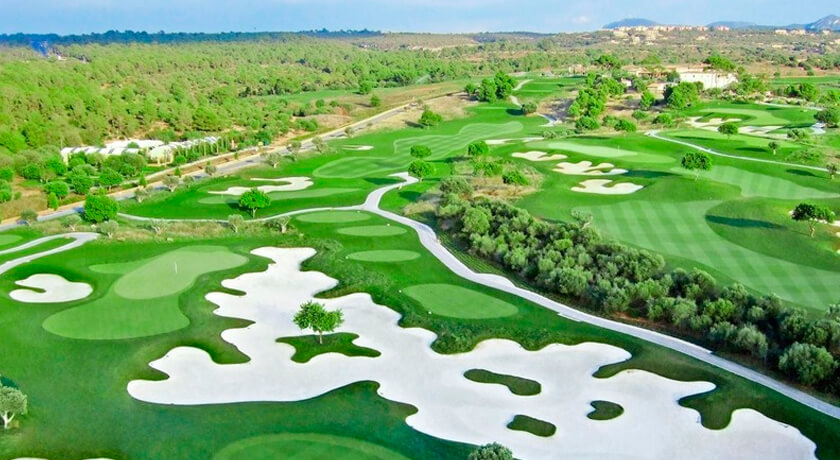 discover the Son Gual golf course during your days at the Hotel saratoga in Palma