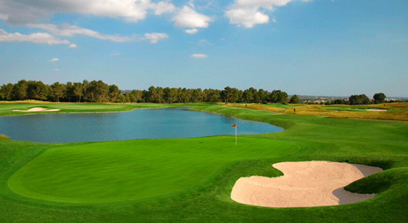 discover the Maioris golf course during your stay at the Saratoga Hotel in Palma
