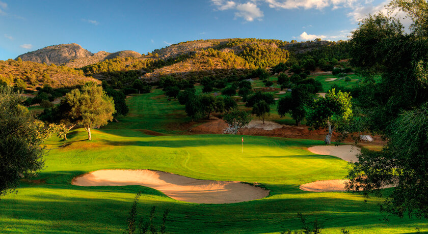discover the Son Termes golf course during your stay at the Hotel saratoga in Palma