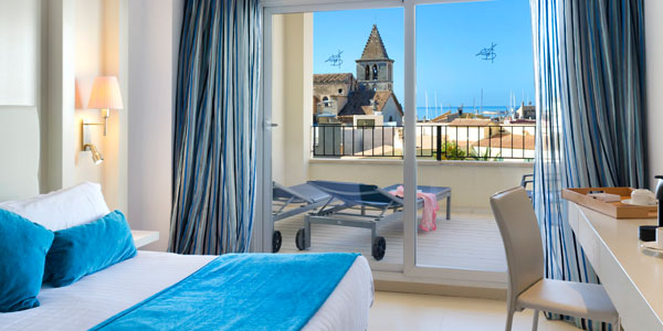 comfort in the deluxe double room of the saratoga hotel in Palma de Mallorca