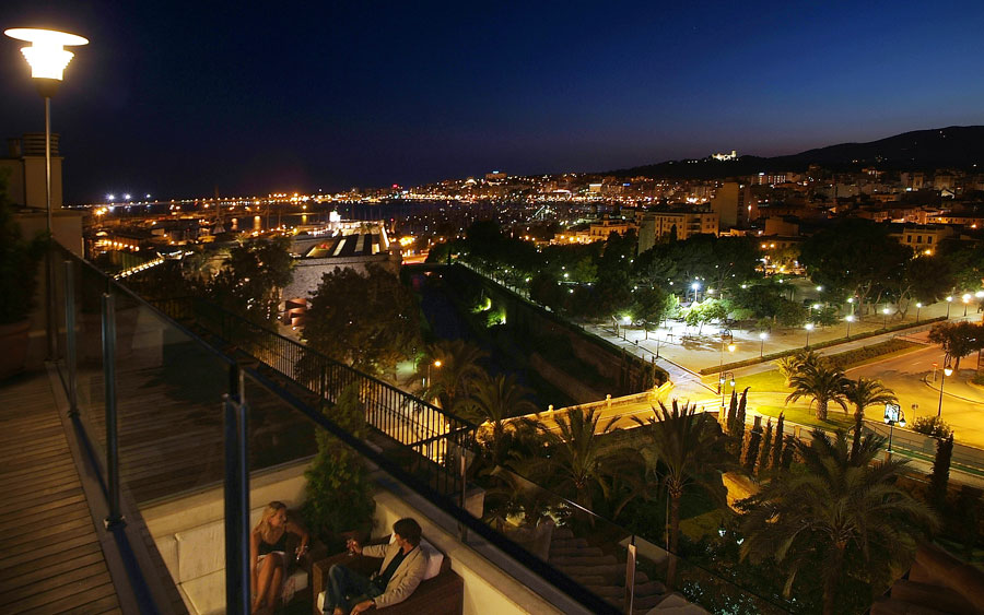 listen to the best jazz on the terrace of the hotel saratoga in Palma de Mallorca