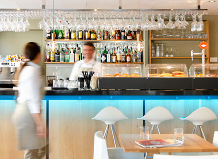 we welcome you to the gastrobar of the hotel saratoga in Palma