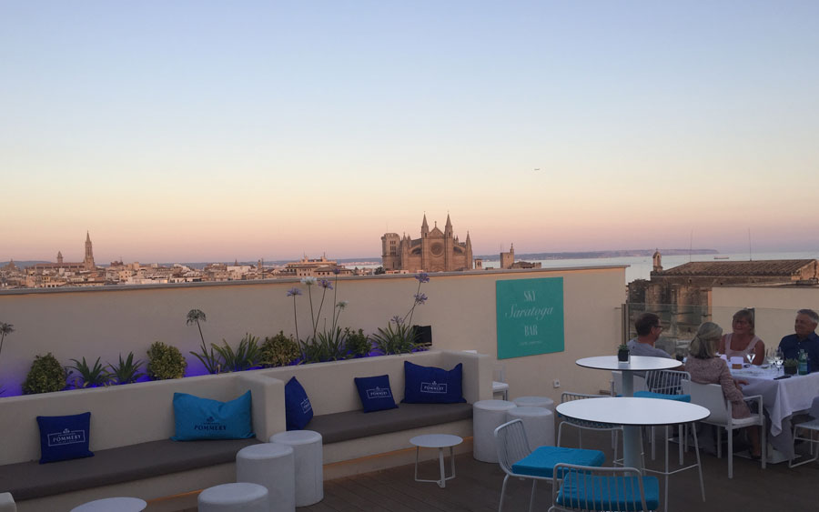 relax in the chill out of the sky bar of the hotel saratoga in Palma