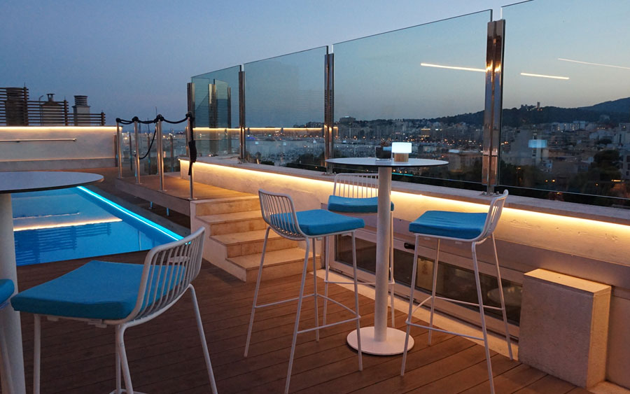 enjoy the swimming pool in the sky bar of the hotel saratoga in Palma