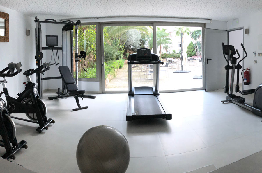 get in shape in the gym of the hotel saratoga in Palma de Mallorca