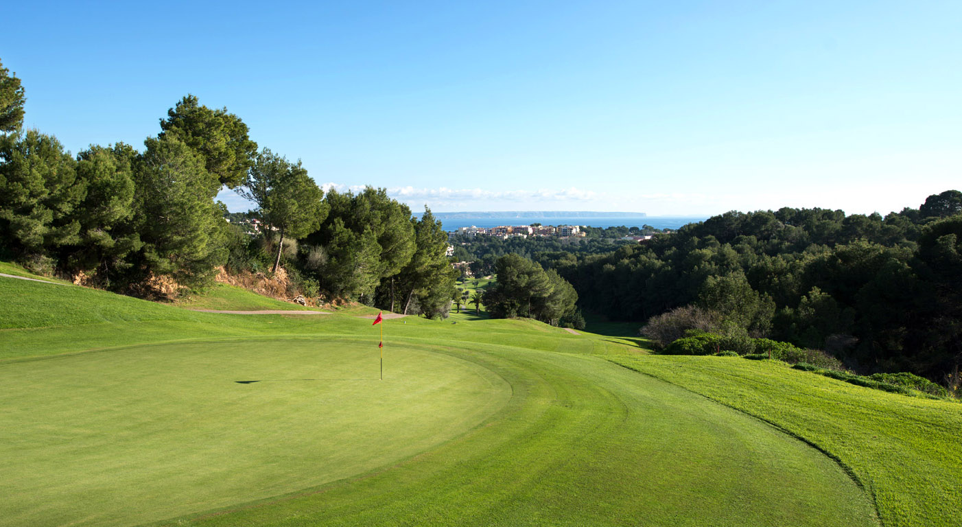 discover the Bendinat golf course during your days at the Hotel saratoga in Palma